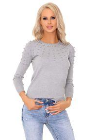 Merribel - Szary Klasyczny Sweter z Perełkami. Kolor: szary. Materiał: poliester, wiskoza, nylon. Styl: klasyczny