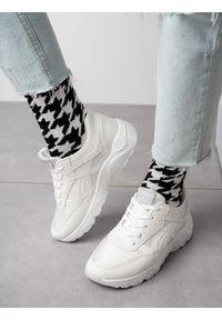 Casu - Białe buty sportowe sneakersy sznurowane casu wl-9. Kolor: biały