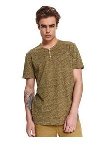 TOP SECRET - T-shirt strukturalny z guzikami. Okazja: na co dzień. Kolor: zielony. Materiał: bawełna, tkanina. Długość rękawa: krótki rękaw. Długość: krótkie. Sezon: lato. Styl: elegancki, casual