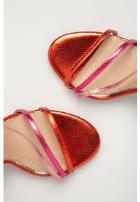 Różowe sandały Marciano Guess na obcasie, gładkie
