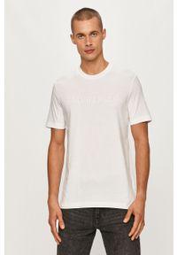 Biały t-shirt Calvin Klein casualowy, z nadrukiem, na co dzień, z okrągłym kołnierzem
