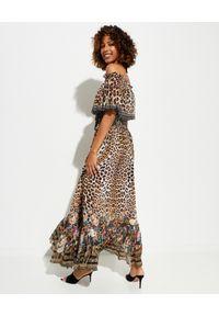 Camilla - CAMILLA - Wzorzysta sukienka Cathedral. Kolor: brązowy. Materiał: jedwab. Wzór: kwiaty, aplikacja. Długość: maxi