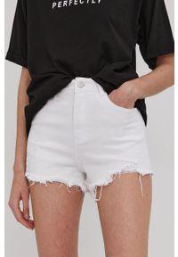 Answear Lab - Szorty jeansowe. Kolor: biały. Materiał: jeans. Wzór: gładki. Styl: wakacyjny