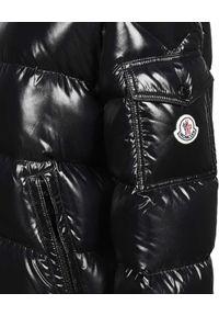 MONCLER - Czarna puchowa kurtka Fustet. Typ kołnierza: kaptur. Kolor: czarny. Materiał: puch. Długość rękawa: długi rękaw. Długość: długie