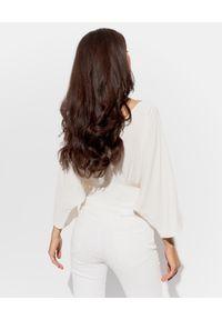 SIMONA CORSELLINI - Kremowa bluzka z aplikacją. Kolor: biały. Materiał: jedwab, materiał. Wzór: aplikacja