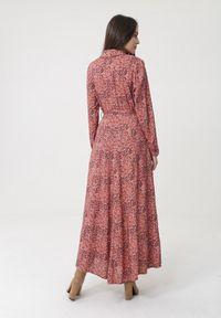 Born2be - Różowa Sukienka Tamborine. Typ kołnierza: kołnierzyk klasyczny. Kolor: różowy. Materiał: materiał. Długość rękawa: długi rękaw. Typ sukienki: szmizjerki. Styl: klasyczny. Długość: maxi #5