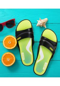 LANO - Klapki młodzieżowe basenowe Lano KL-3-2246-1 Czarne. Okazja: na plażę. Zapięcie: bez zapięcia. Kolor: czarny. Materiał: guma. Obcas: na obcasie. Wysokość obcasa: niski. Sport: pływanie