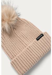 Beżowa czapka DC