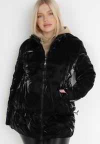 Born2be - Czarna Kurtka Nellinis. Typ kołnierza: kołnierzyk stójkowy. Kolekcja: plus size. Kolor: czarny