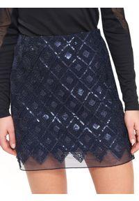 Niebieska spódnica TOP SECRET na jesień, na imprezę, w geometryczne wzory