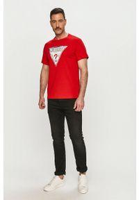 Guess - T-shirt. Okazja: na co dzień. Kolor: czerwony. Wzór: nadruk. Styl: casual