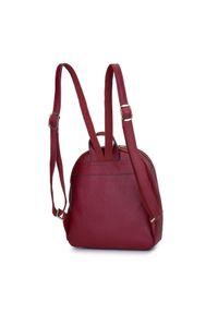 Wittchen - Damski plecak ze skóry minimalistyczny mały. Kolor: czerwony. Materiał: skóra. Wzór: haft, paski. Styl: elegancki, casual