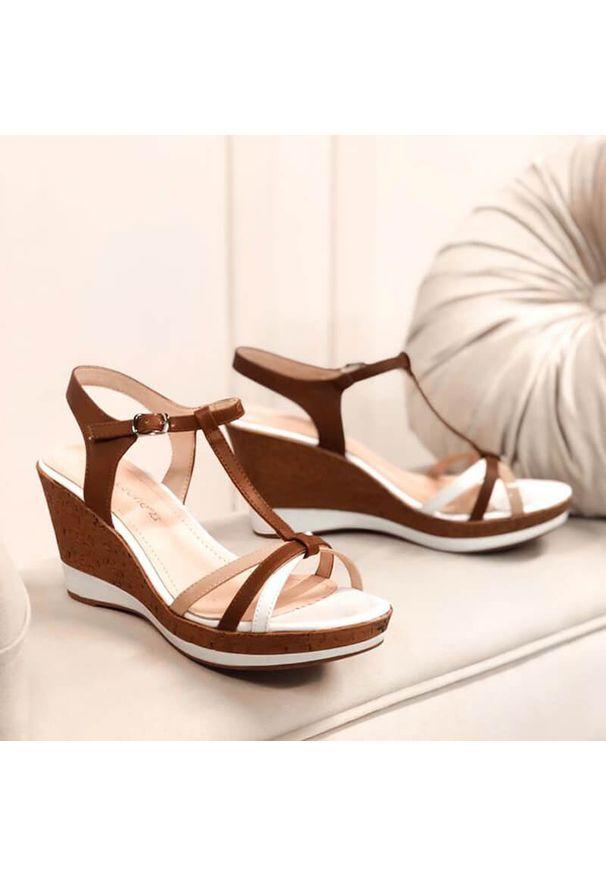 Białe sandały Sergio Leone na koturnie, na średnim obcasie