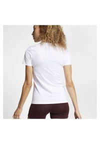 Koszulka Nike Pro W AO9951. Materiał: skóra, materiał. Długość rękawa: krótki rękaw. Długość: krótkie. Sport: fitness