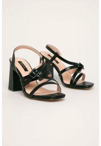 Czarne sandały ANSWEAR na klamry, na obcasie, na średnim obcasie