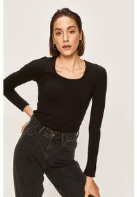 Czarny sweter ANSWEAR z dekoltem karo