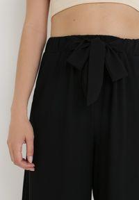 Born2be - Czarne Spodnie Dezirria. Okazja: na co dzień. Kolor: czarny. Materiał: dzianina, materiał, prążkowany. Sezon: lato, wiosna. Styl: casual