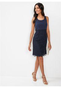Niebieska sukienka bonprix ołówkowa, w koronkowe wzory