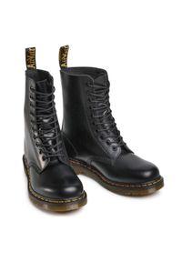 Czarne buty zimowe Dr. Martens eleganckie, z cholewką