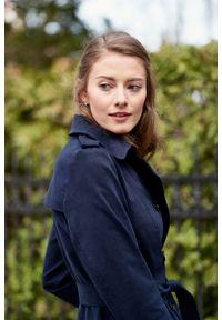 Marie Zélie - Trencz Adria bawełna z elastanem granatowy. Kolor: niebieski. Materiał: bawełna, elastan. Sezon: lato. Styl: klasyczny #9