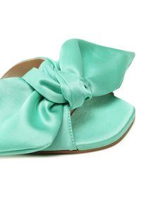 Zielone klapki Eva Longoria