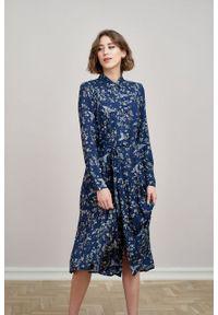 Marie Zélie - Sukienka Colette Grues. Materiał: wiskoza, skóra, materiał. Długość rękawa: długi rękaw. Wzór: gładki. Typ sukienki: szmizjerki. Styl: elegancki. Długość: midi
