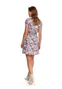 Różowa sukienka TOP SECRET z nadrukiem, koszulowa