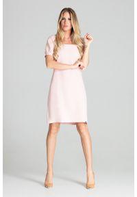 e-margeritka - Sukienka midi lekko taliowana różowa - s. Typ kołnierza: dekolt kwadratowy. Kolor: różowy. Materiał: materiał, poliester. Styl: elegancki. Długość: midi