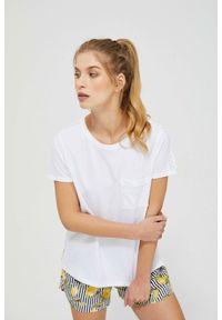 MOODO - T-shirt z ażurowym zdobieniem. Materiał: bawełna. Długość rękawa: krótki rękaw. Długość: krótkie. Wzór: aplikacja, ażurowy