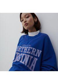 Reserved - Bluza z nadrukiem - Granatowy. Kolor: niebieski. Wzór: nadruk