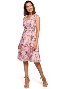 MOE - Sukienka w Kwiaty z Podkreśloną Talią - Model 2. Materiał: poliester. Wzór: kwiaty