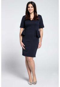 Nommo - Granatowa Klasyczna Sukienka z Półbaskinką PLUS SIZE. Kolekcja: plus size. Kolor: niebieski. Materiał: wiskoza, poliester. Typ sukienki: dla puszystych. Styl: klasyczny