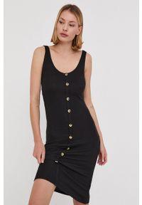 Answear Lab - Sukienka. Kolor: czarny. Materiał: dzianina. Długość rękawa: na ramiączkach. Wzór: gładki. Typ sukienki: dopasowane. Styl: wakacyjny