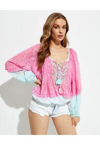 GADO GADO - Różowa bluzka z bufiastymi rękawami. Kolor: niebieski. Materiał: bawełna. Długość: długie. Wzór: aplikacja