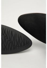 Marco Tozzi - Botki. Kolor: czarny. Materiał: guma. Obcas: na obcasie. Wysokość obcasa: średni
