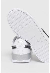 Białe sneakersy Puma z okrągłym noskiem, na sznurówki, z cholewką, na obcasie