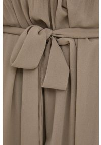 Jacqueline de Yong - Sukienka. Kolor: beżowy. Materiał: tkanina. Długość rękawa: długi rękaw. Wzór: gładki. Typ sukienki: rozkloszowane