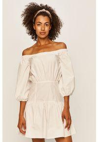 Biała sukienka Guess Jeans na co dzień, mini, rozkloszowana
