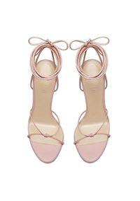 FEMME Los Angeles - Różowe sandały na szpilce Athens. Zapięcie: pasek. Kolor: fioletowy, różowy, wielokolorowy. Materiał: jeans. Wzór: paski. Obcas: na szpilce. Wysokość obcasa: wysoki