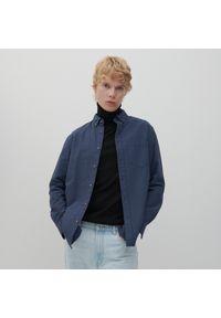 Reserved - Koszula regular fit w kropki - Granatowy. Kolor: niebieski. Wzór: kropki