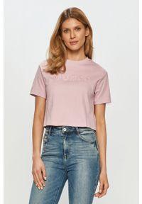 Różowa bluzka Guess na co dzień, casualowa, z aplikacjami