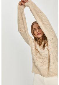 Answear Lab - Sweter. Kolor: beżowy. Materiał: dzianina. Długość rękawa: długi rękaw. Długość: długie. Wzór: ze splotem. Styl: wakacyjny