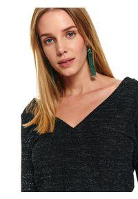 Zielona sukienka TOP SECRET mini, na zimę, w kolorowe wzory, z kopertowym dekoltem