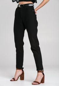 Renee - Czarne Jeansy Flannery. Kolor: czarny. Długość: długie. Wzór: bez wzorów, gładki, aplikacja. Styl: klasyczny, elegancki