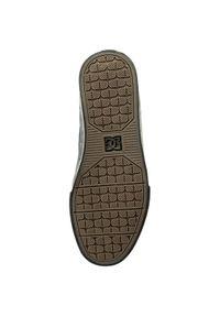 Czarne buty trekkingowe DC