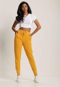 Renee - Żółte Spodnie Dresowe Kathyxo. Kolor: żółty. Materiał: dresówka