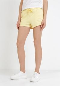 Born2be - Żółte Szorty Paphiusei. Kolor: żółty