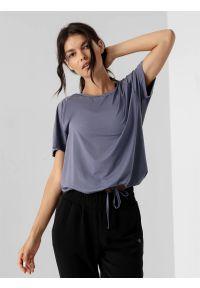 4f - Koszulka do jogi z wiązaniem damska. Kolor: niebieski. Materiał: dzianina. Długość rękawa: krótki rękaw. Długość: krótkie. Sport: joga i pilates