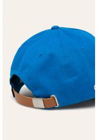 Niebieska czapka z daszkiem Lacoste