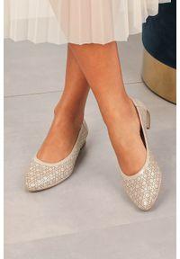 Złote baleriny Exquisite w ażurowe wzory, z cholewką